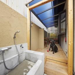 愛犬と快適に暮らせる工夫を凝らしたペットリフォーム (雨の日も大活躍のテラス)