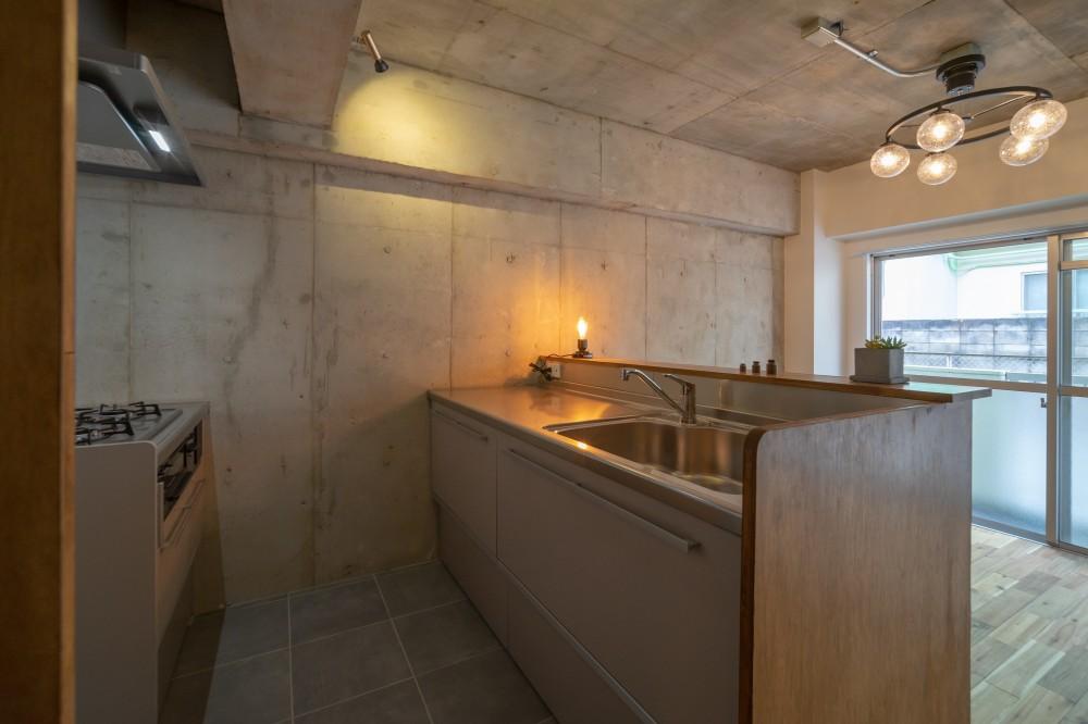 マンションリフォーム『Industrial styleと畳フローリングの融合』 (キッチン)