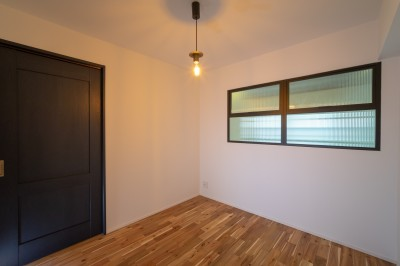 洋室4.3畳 (マンションリフォーム『Industrial styleと畳フローリングの融合』)