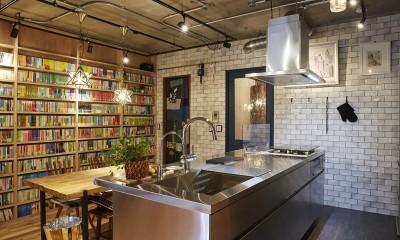 インダストリアルな雰囲気のキッチン空間|おうち図書館×大人の秘密基地がテーマのこだわりの住まい
