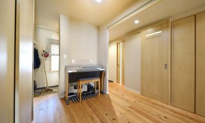 川崎市T様邸 ~風の通り道~ (廊下も含めてホールのような広がりのある空間)