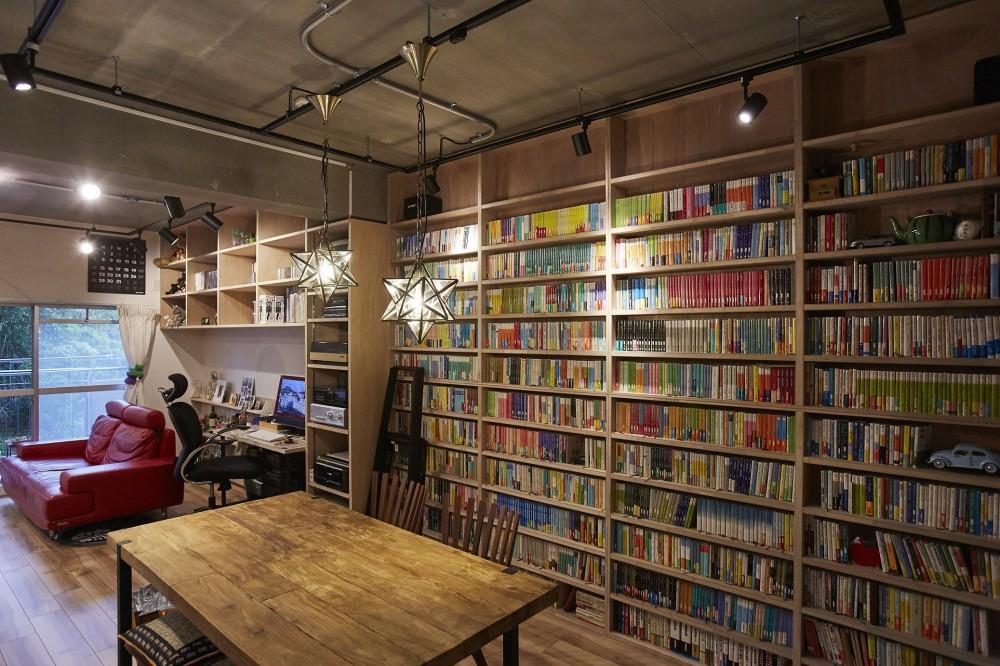 おうち図書館×大人の秘密基地がテーマのこだわりの住まい (ライブラリーコーナーを設けて趣味を楽しむ)