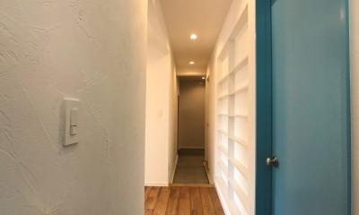 趣味と暮らしやすさにこだわった「自分たちのため」の家 (ニッチど水色のドア)