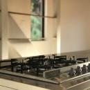趣味と暮らしやすさにこだわった「自分たちのため」の家の写真 こだわりのコンロ
