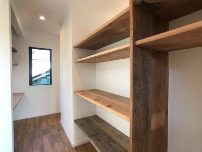 パントリー兼家事スペース (趣味と暮らしやすさにこだわった「自分たちのため」の家)