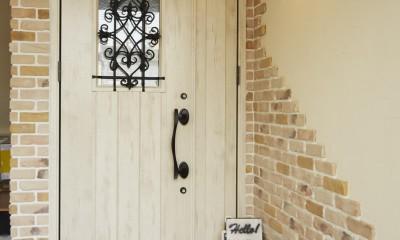 理想の北欧ナチュラルが実現した家族の笑顔が満ちる家 (レンガの風合いを楽しめる可愛い玄関)