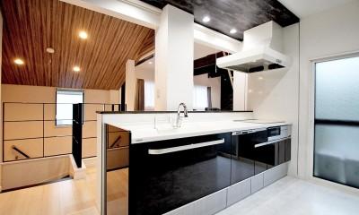 増築して完全分離型二世帯住宅に (キッチン)
