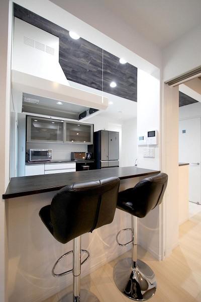 カウンターキッチン (増築して完全分離型二世帯住宅に)