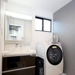 増築して完全分離型二世帯住宅に (洗面室)