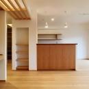 裁縫スペースのある家 浦和マンションリノベーションの写真 木と珪藻土のバランスが心地よいLDK
