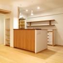 裁縫スペースのある家 浦和マンションリノベーションの写真 アールやアーチがやさしい印象を与えるキッチン。
