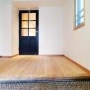 裁縫スペースのある家 浦和マンションリノベーションの写真 お気に入りのモザイクタイルが出迎えてくれる玄関