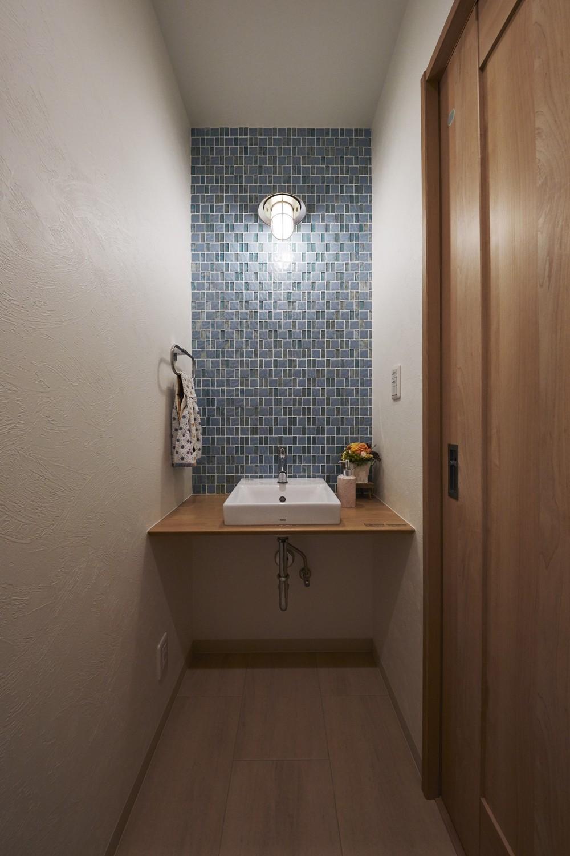 光溢れるぽかぽか平屋暮らし (北欧スタイルの造作洗面台)