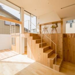 リビング・テラス、そして階段。大人も子どもも楽しく過ごせる家