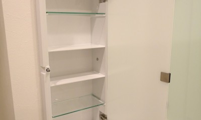 L型対面キッチンとパントリー (ニッチ収納)