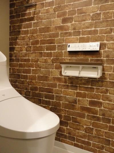 トイレ (L型対面キッチンとパントリー)