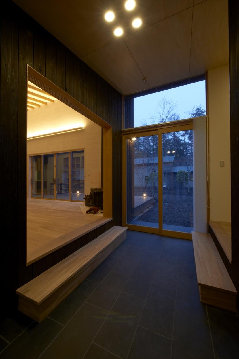 軽井沢の家 (土間スペース(夜景))