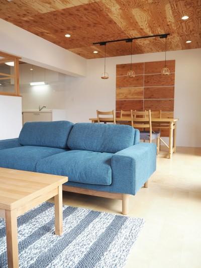 中古マンション・フルリノベーション_001「木の暖かみにあふれた優しい家」 (001「木の暖かみにあふれた優しい家」リビングダイニング【家具】)