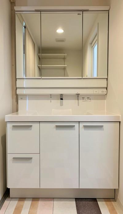 洗面台 (陽当り、眺望の良い最上階のお部屋をリノベーション! ~ I様邸 ~)