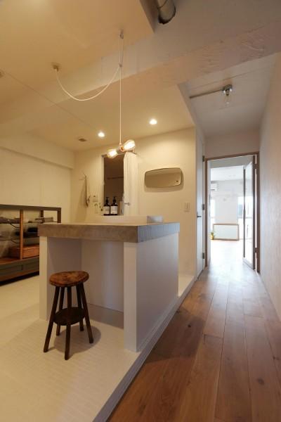 洗面スペース (柔らかく、温い家)