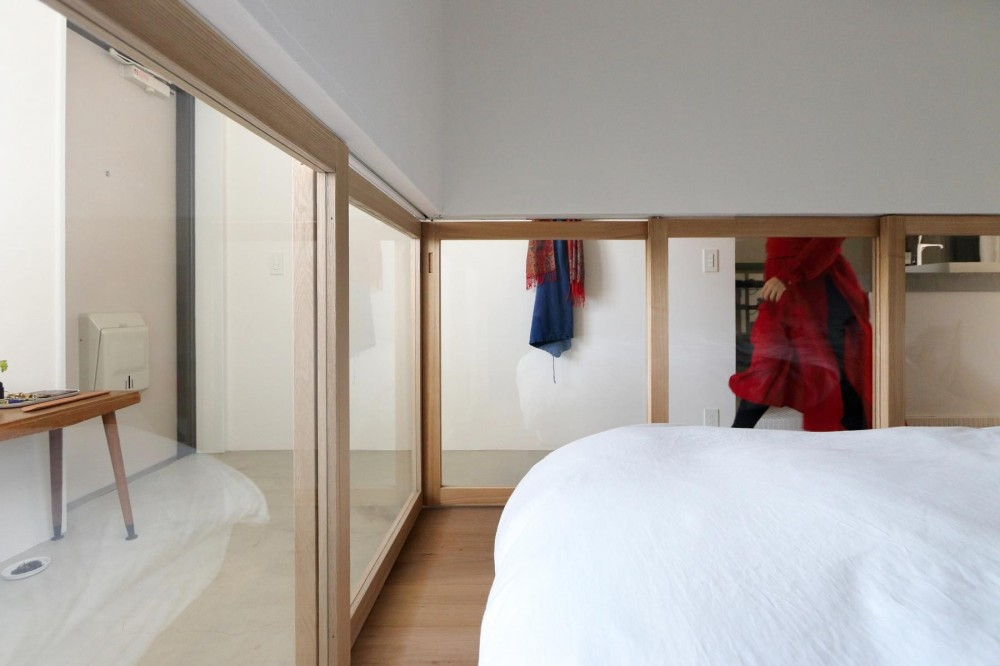 洗面島のある家 (ベッドルーム)