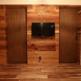 「住む人が家を好きになる。」カスタマイズする家 (古材壁とドア)