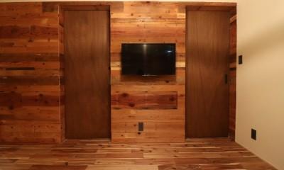 古材壁とドア|「住む人が家を好きになる。」カスタマイズする家