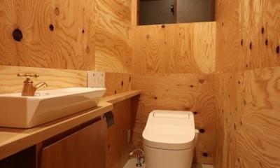 「住む人が家を好きになる。」カスタマイズする家 (木の中のトイレ)