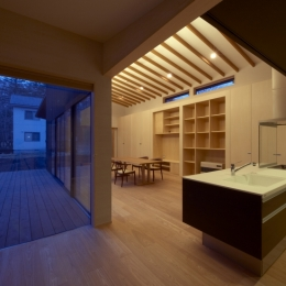 軽井沢の家 (キッチン廻り(夜景))