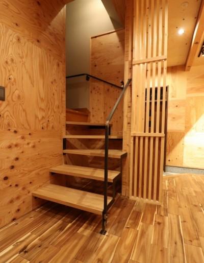 スリップ階段 (「住む人が家を好きになる。」カスタマイズする家)