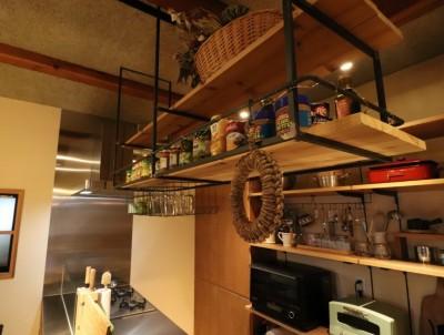 オープン吊り棚 (「住む人が家を好きになる。」カスタマイズする家)