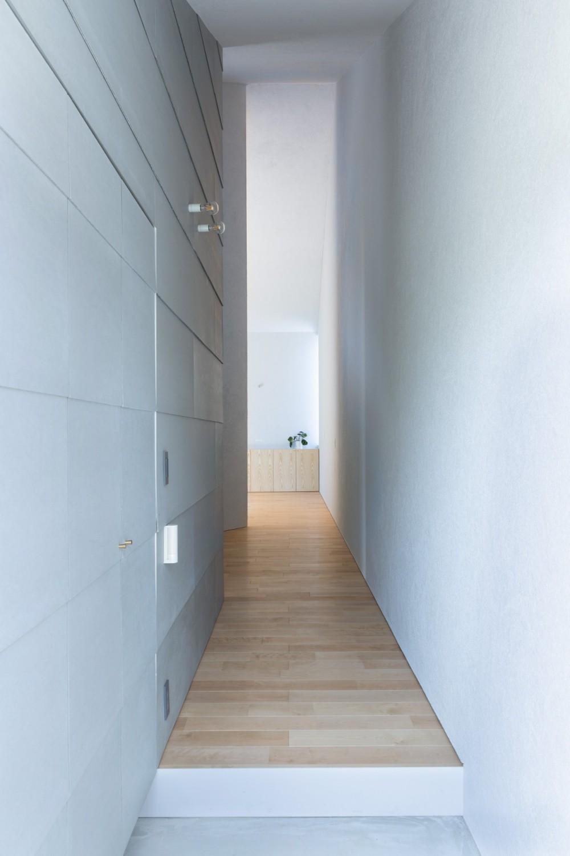 垂井町のコートハウス (玄関)