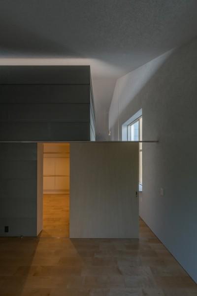 主寝室 ウォークインクローゼット (垂井町のコートハウス)