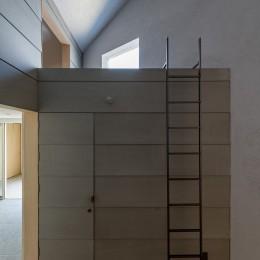 垂井町のコートハウス (トイレ ロフト)