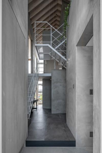 玄関 動線室 (西改田の二世帯住宅)