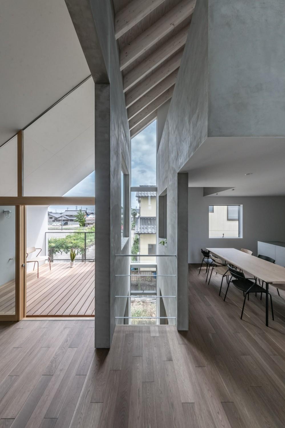 西改田の二世帯住宅 (LDK 動線室 バルコニー)