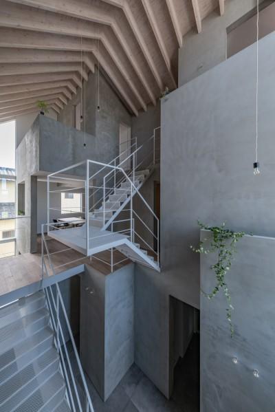 ダイニング 2F,3F寝室 動線室 (西改田の二世帯住宅)