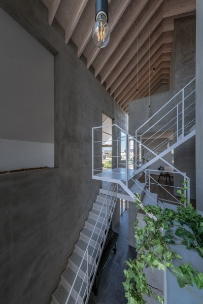西改田の二世帯住宅 (リビング ダイニング 2F,3F寝室 動線室)