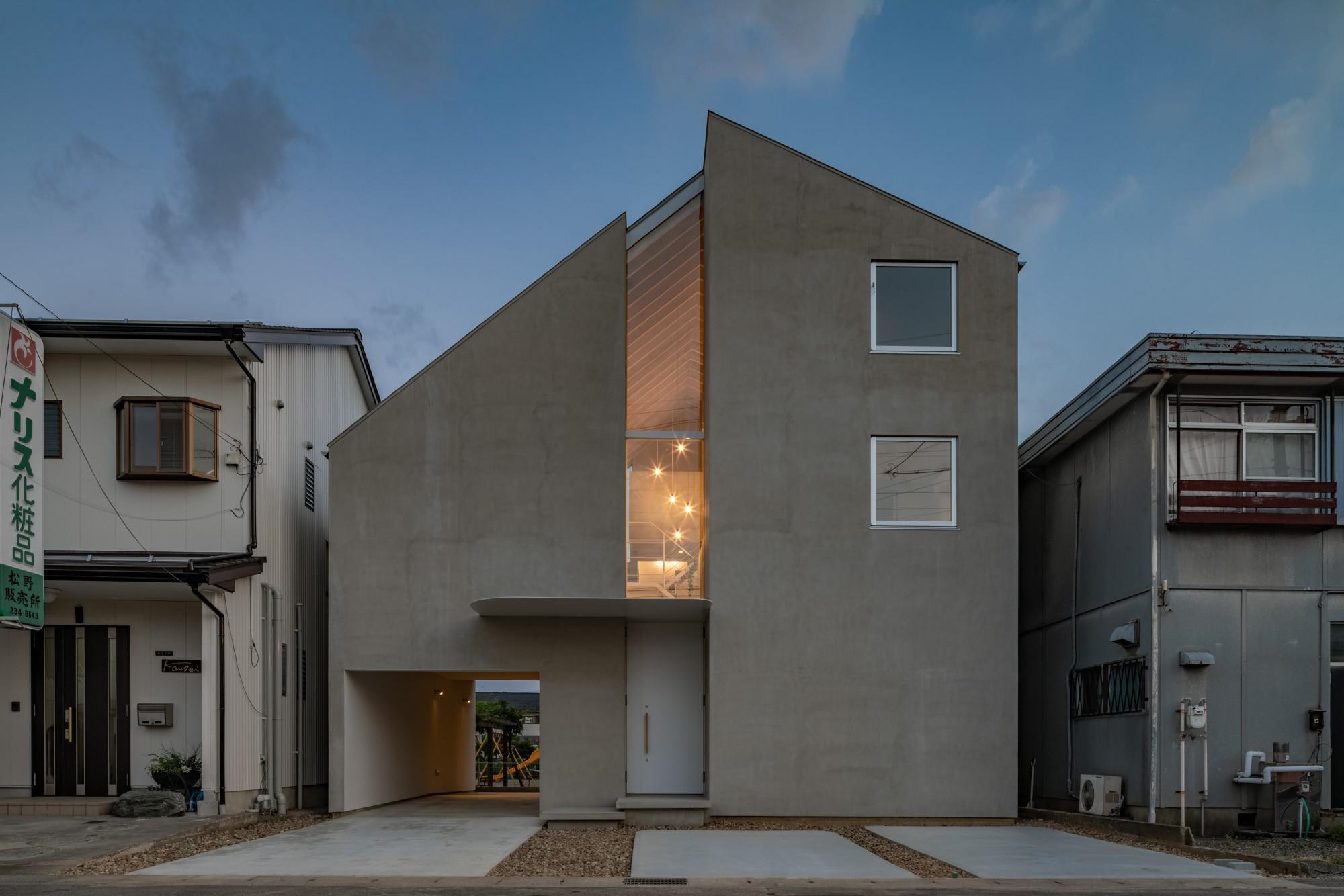 外観事例:外観 夜景(西改田の二世帯住宅)
