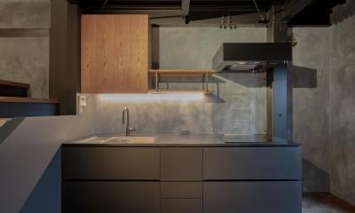京都市重量鉄骨の家〜狭小住宅リノベーション〜 (kitchen)