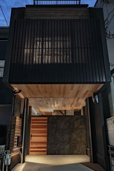 京都市重量鉄骨の家〜狭小住宅リノベーション〜 (facade)