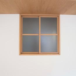 化粧梁と間接照明 (室内窓)