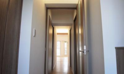 化粧梁と間接照明 (玄関から廊下にかけての間接照明)