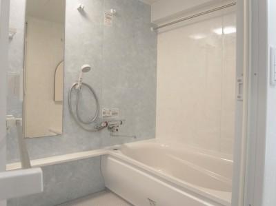 浴室 (化粧梁と間接照明)