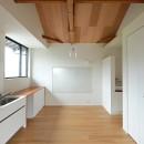 朝倉の家【リノベーション】の写真 梁を現しにしたリビング