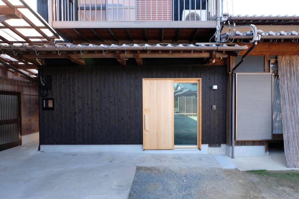 朝倉の家【リノベーション】 (焼杉貼の外観)