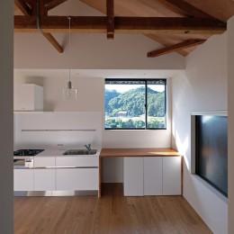 朝倉の家【リノベーション】 (美しい山々を望む窓)