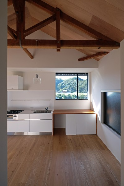 美しい山々を望む窓 (朝倉の家【リノベーション】)