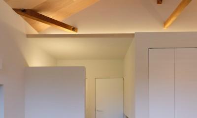 朝倉の家【リノベーション】 (勾配天井を演出する間接照明)
