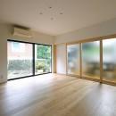 朝倉の家【リノベーション】の写真 ダイニングとの間仕切